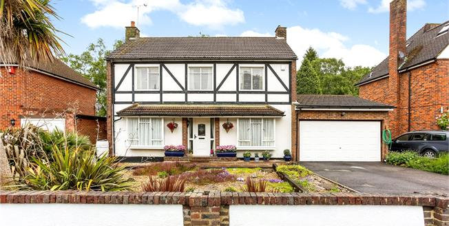 Guide Price £675,000, 4 Bedroom Detached House For Sale in Hampshire, GU14