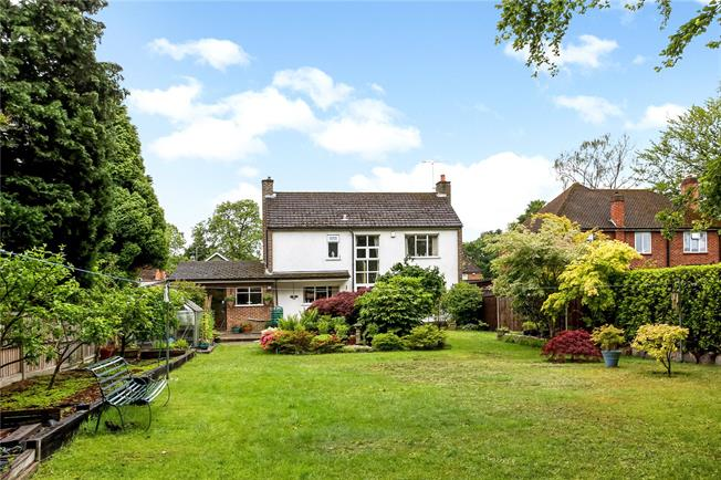 Guide Price £700,000, 4 Bedroom Detached House For Sale in Hampshire, GU14