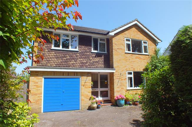 Guide Price £600,000, 4 Bedroom Detached House For Sale in Farnborough, GU14