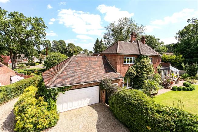 Asking Price £975,000, 4 Bedroom Detached House For Sale in Yateley, GU46