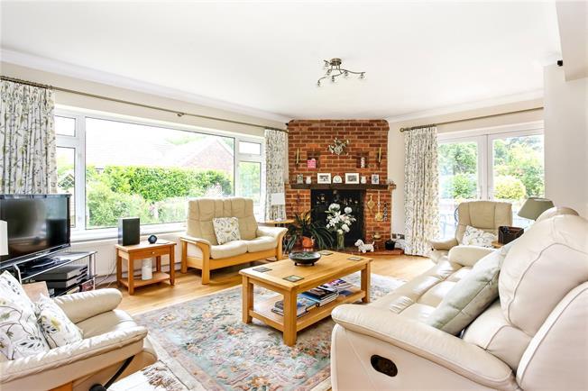 Asking Price £799,950, 4 Bedroom Detached House For Sale in Fleet, GU52