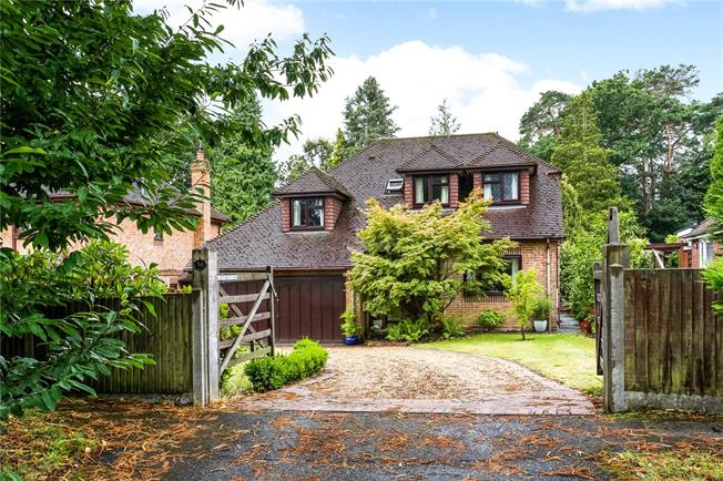 Asking Price £785,000, 4 Bedroom Detached House For Sale in Fleet, GU52