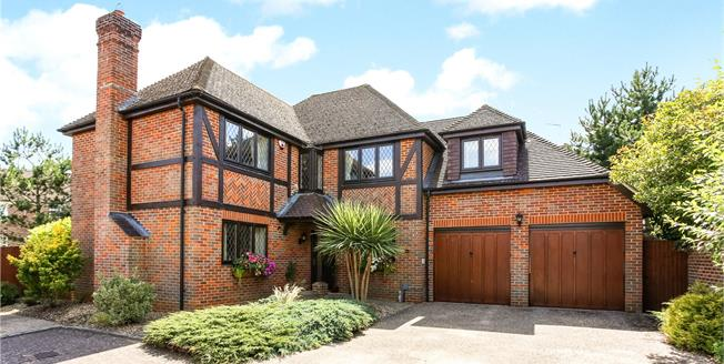 Asking Price £800,000, 5 Bedroom Detached House For Sale in Fleet, GU51