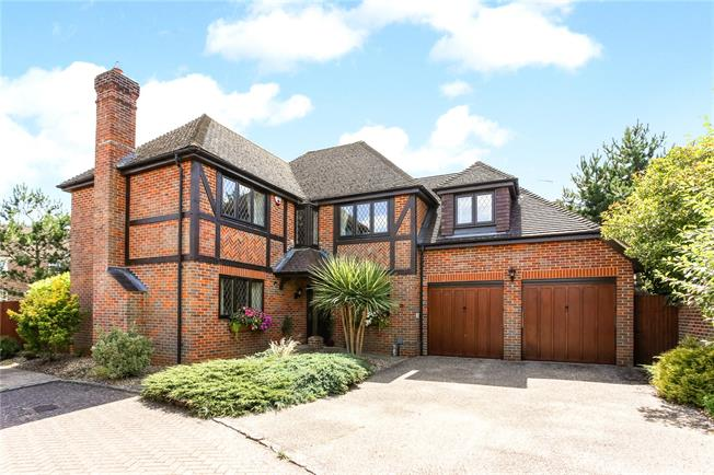 Asking Price £800,000, 5 Bedroom Detached House For Sale in Fleet, GU51