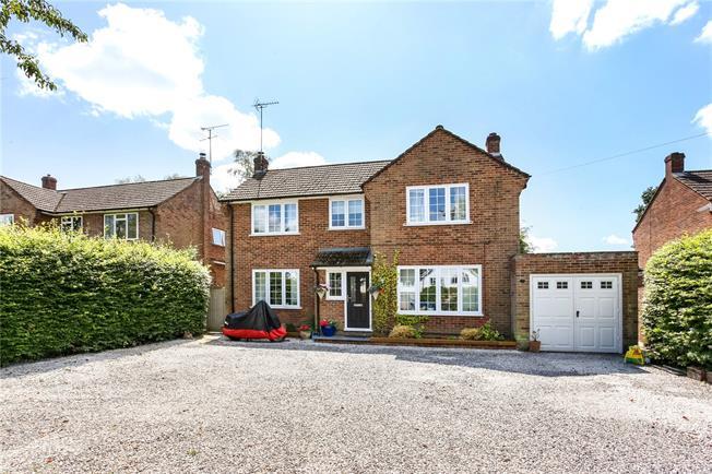 Guide Price £720,000, 4 Bedroom Detached House For Sale in Fleet, GU51