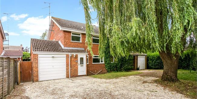 Guide Price £400,000, 3 Bedroom Semi Detached House For Sale in Fleet, GU51