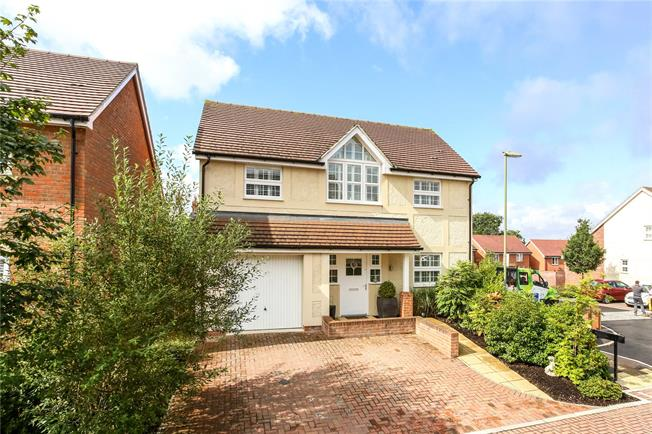 Guide Price £675,000, 4 Bedroom Detached House For Sale in Church Crookham, GU52
