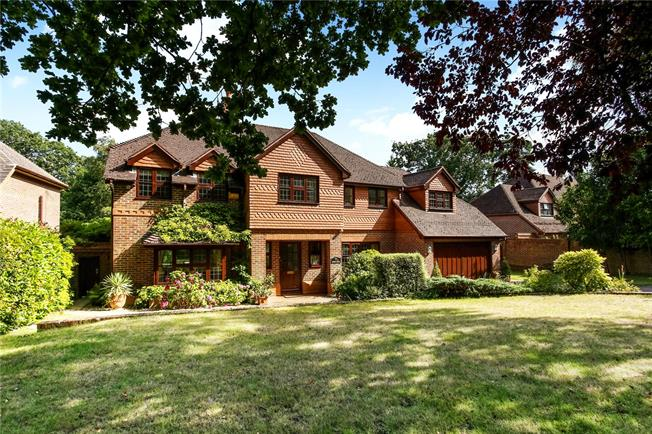 Guide Price £1,150,000, 5 Bedroom Detached House For Sale in Berkshire, GU47