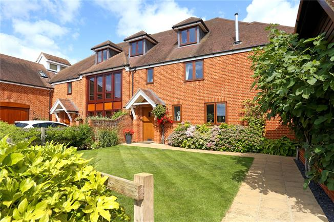 Guide Price £1,250,000, 4 Bedroom House For Sale in Finchampstead, RG40