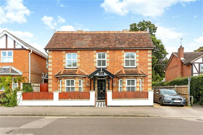 Guide Price £635,000, 3 Bedroom Detached House For Sale in Hampshire, GU51