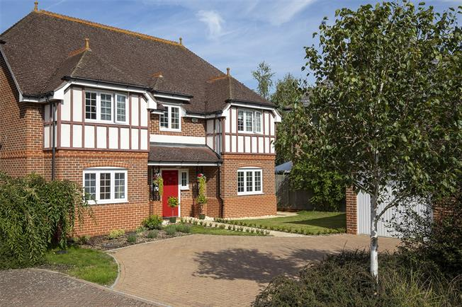 Guide Price £750,000, 4 Bedroom Detached House For Sale in Fleet, GU51