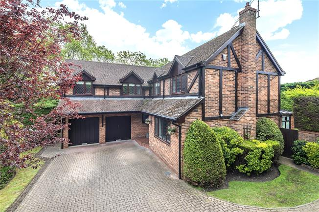 Asking Price £995,000, 5 Bedroom Detached House For Sale in Hampshire, GU46