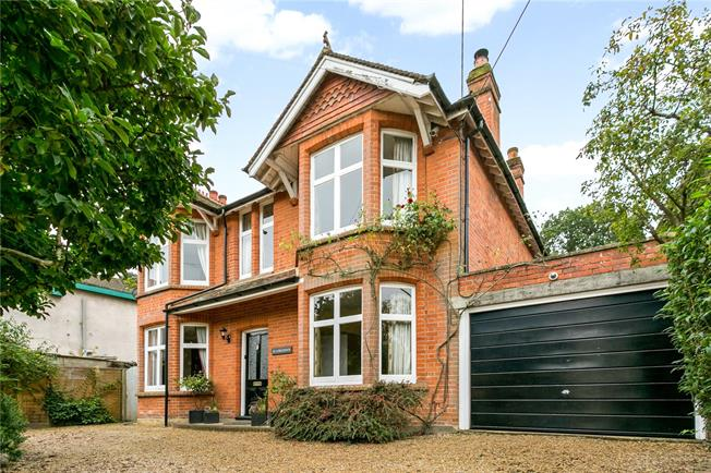 Guide Price £750,000, 4 Bedroom Detached House For Sale in Berkshire, GU47