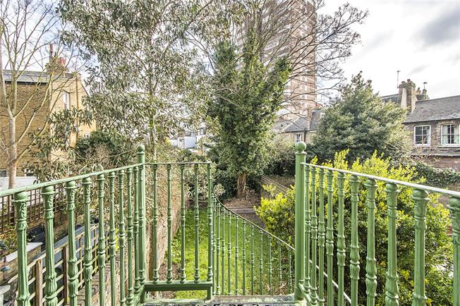 Asking Price £1,150,000, 4 Bedroom Maisonette For Sale in London, SW6