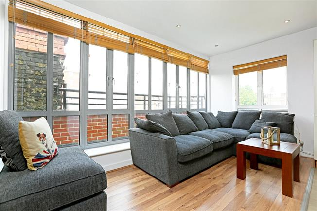 Asking Price £595,000, 2 Bedroom Flat For Sale in London, SW6
