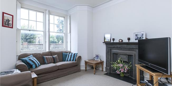 Asking Price £949,950, 3 Bedroom Flat For Sale in London, SW6