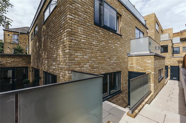 Asking Price £1,635,000, 4 Bedroom Mews House For Sale in London, SW6