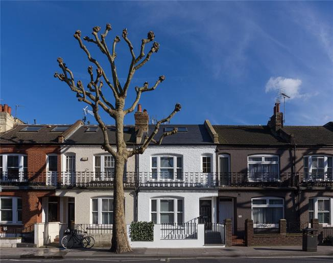 Asking Price £995,000, 3 Bedroom Flat For Sale in London, SW6
