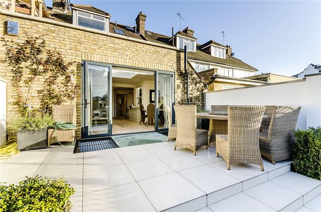 Asking Price £1,850,000, 3 Bedroom Flat For Sale in London, SW6