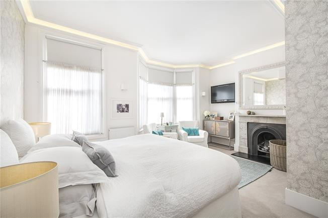 Asking Price £1,950,000, 6 Bedroom Terraced House For Sale in London, SW6