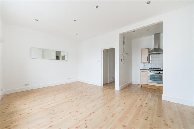 Asking Price £475,000, 2 Bedroom Flat For Sale in London, SW6