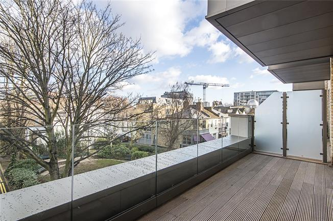 Asking Price £585,000, 1 Bedroom Flat For Sale in London, W6