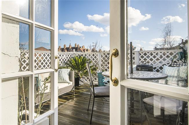Offers in excess of £795,000, 2 Bedroom For Sale in London, SW6