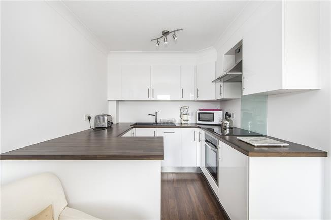 Offers in excess of £500,000, 2 Bedroom Flat For Sale in London, SW6