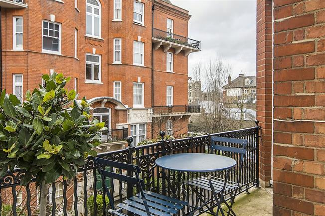 Asking Price £1,100,000, 4 Bedroom Flat For Sale in London, W14