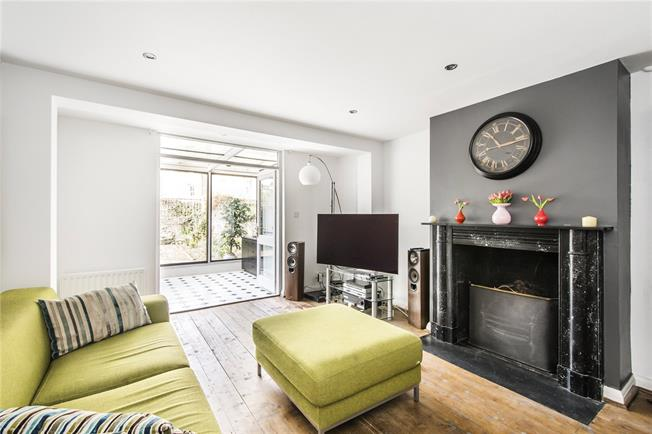 Offers in excess of £775,000, 3 Bedroom Maisonette For Sale in London, SW6