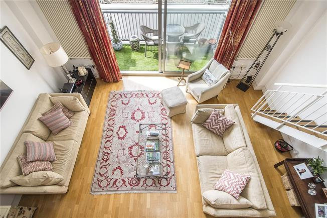 Asking Price £895,000, 3 Bedroom Flat For Sale in London, SW6