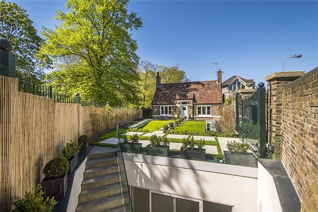 Guide Price £3,250,000, 4 Bedroom Detached House For Sale in London, W6