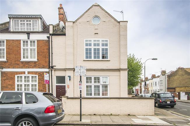 Guide Price £700,000, 2 Bedroom Flat For Sale in London, SW6