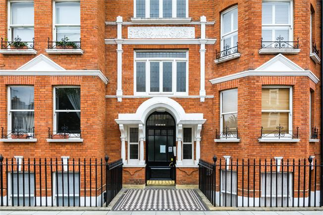 Asking Price £649,950, 2 Bedroom Flat For Sale in London, SW6