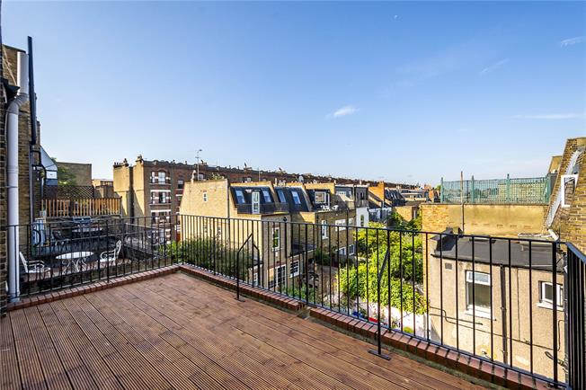 Asking Price £675,000, 2 Bedroom Flat For Sale in London, SW6
