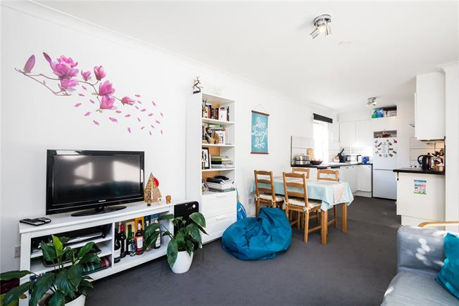Asking Price £525,000, 2 Bedroom Flat For Sale in London, SW6