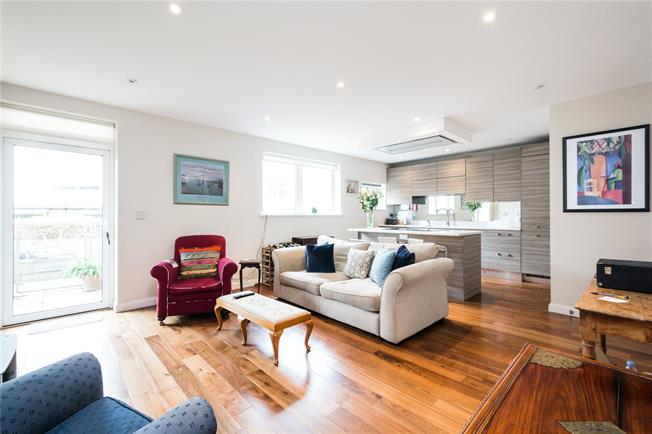 Asking Price £825,000, 3 Bedroom Flat For Sale in London, SW6