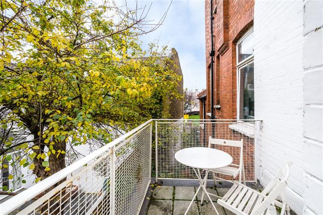 Asking Price £410,000, 1 Bedroom Flat For Sale in London, SW6