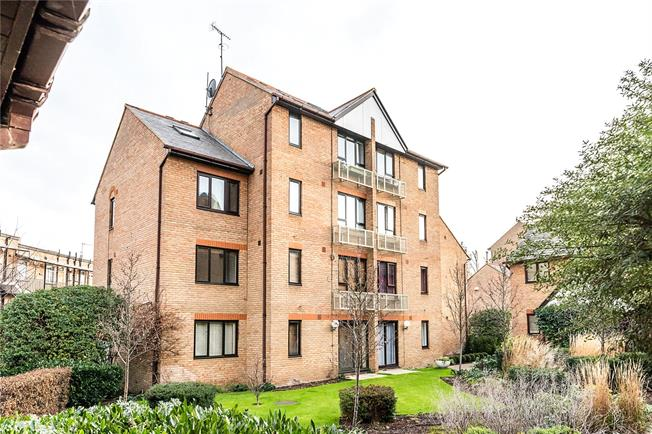 Asking Price £749,950, 2 Bedroom Flat For Sale in London, SW6