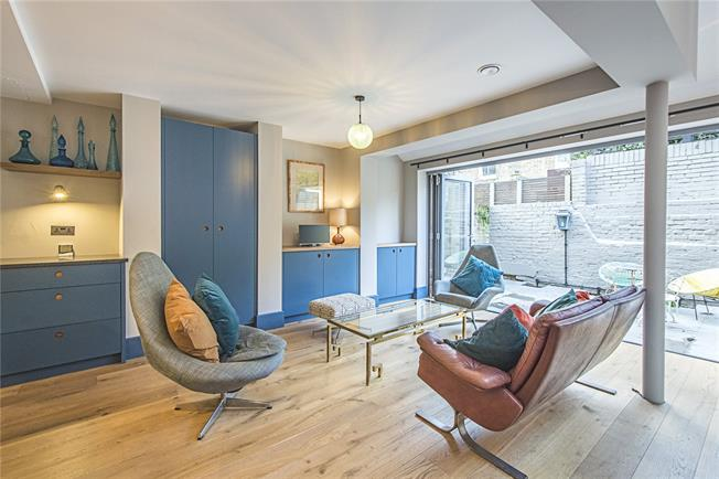 Asking Price £900,000, 2 Bedroom Flat For Sale in London, SW6