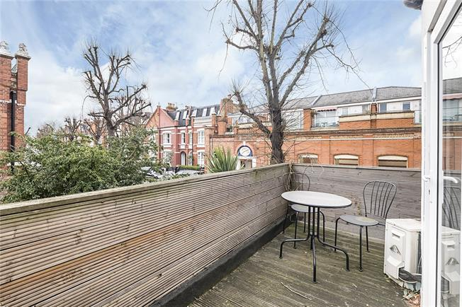 Offers in excess of £750,000, 2 Bedroom Flat For Sale in London, SW6