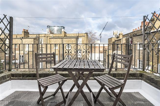 Asking Price £625,000, 2 Bedroom Flat For Sale in London, SW6