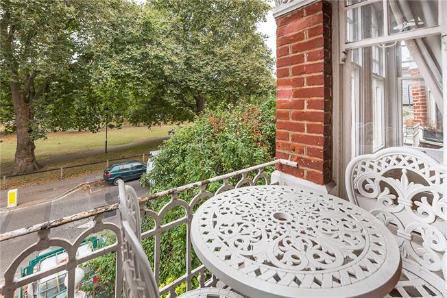 Asking Price £550,000, 1 Bedroom Flat For Sale in London, SW6