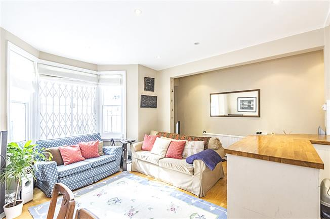 Guide Price £600,000, 2 Bedroom Flat For Sale in London, SW6