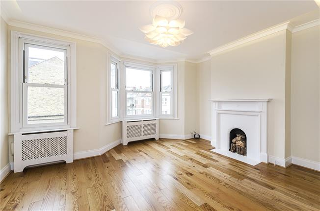 Asking Price £750,000, 2 Bedroom Flat For Sale in London, SW6