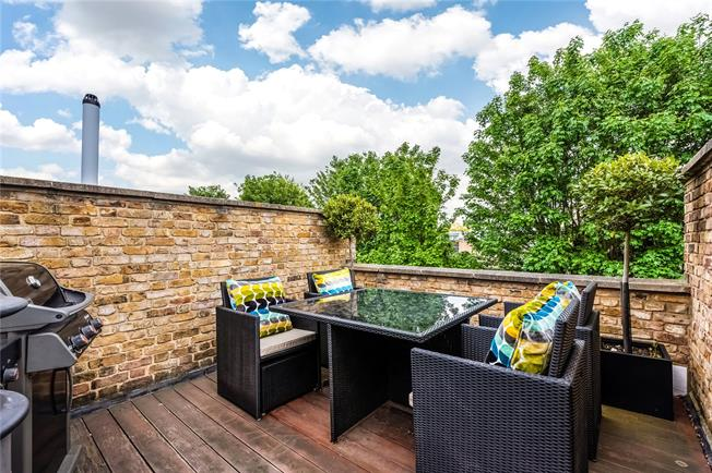 Offers in excess of £1,000,000, 3 Bedroom Flat For Sale in London, SW6