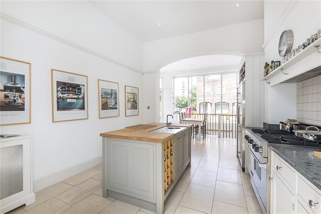 Asking Price £800,000, 2 Bedroom Flat For Sale in London, SW6
