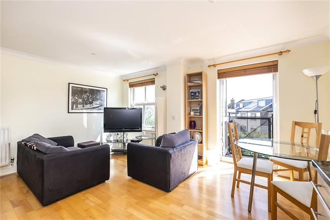 Asking Price £700,000, 2 Bedroom Flat For Sale in London, SW6