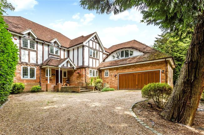 Guide Price £1,450,000, 5 Bedroom Detached House For Sale in Gerrards Cross, SL9