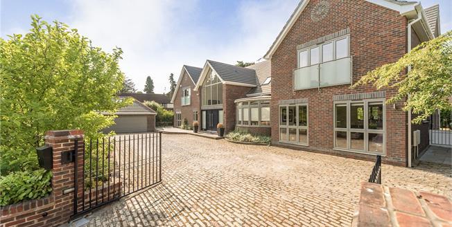 Guide Price £2,495,000, 6 Bedroom Detached House For Sale in Gerrards Cross, SL9